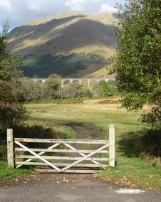Free Mountain,bridge And Gate In Scotland Royalty Free Stock Photos - 7729448