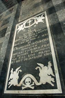 Free Antique Gravestone Royalty Free Stock Image - 7730426