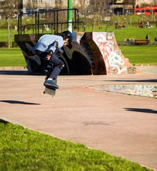Free Young Skater Jumping Stock Photography - 7731112