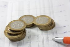 Free Coins On A Chart Royalty Free Stock Photos - 7731148
