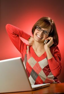 Free Woman Working On Her Laptop Royalty Free Stock Images - 7731389