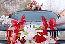 Free Wedding Decoration On Black Limousine Car. Royalty Free Stock Images - 7734659