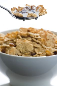 Free Bowl Of Cereal With Raisins And Milk Royalty Free Stock Photography - 7735367