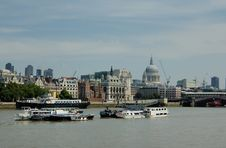 Free Boats On The Thames Royalty Free Stock Photography - 7735967