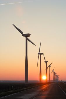 Free Wind Park Silhouettes At Dawn Royalty Free Stock Photography - 7738397