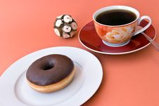 Free A Fresh Coffee With Donut Royalty Free Stock Images - 7747069