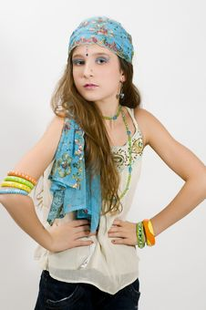 Free Fashion Girl Showing Jewelry Stock Photography - 7749362