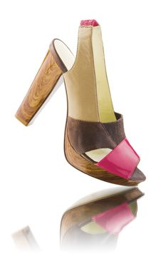 Woman Shoe With Reflection Royalty Free Stock Photo