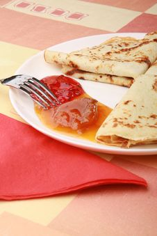 Free Plate Of Tasty Pancakes Royalty Free Stock Photos - 7751338