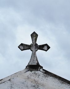 Free Cross On The Crypt Stock Images - 7758734