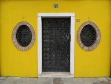 Free Yellow Doorway Round Windows Stock Photos - 7761313
