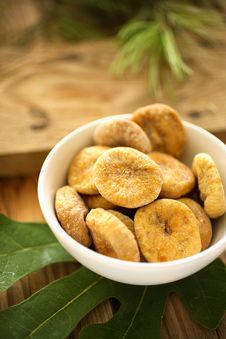Free Dry Figs In Bowl Royalty Free Stock Photos - 7765488