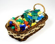 Free Bast Basket With Colored Pushpins Royalty Free Stock Photos - 7768008