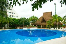 Free Resort Swimming Pool Stock Photos - 7774043