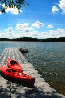 Free Canoe On The Deck Royalty Free Stock Images - 7775059