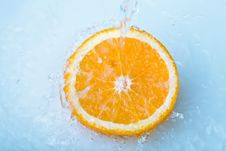 Free Water Pouring Over Half Orange Royalty Free Stock Photo - 7777745