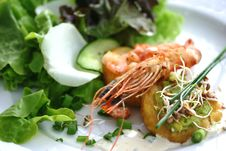 Free Starter Plate Containing Prawns, Shrimps, Sprouts Stock Photo - 7778190