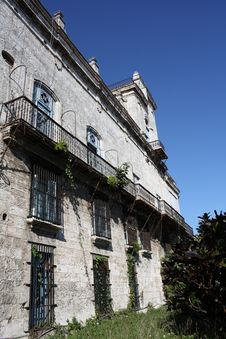 Free Side View Of A Vintage Building In Old Havana Stock Images - 7783394
