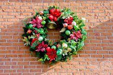 Christmas Wreath On Bricks Royalty Free Stock Images