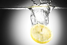 Free Lemon Pouring Royalty Free Stock Image - 7785386