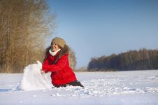 Free Girl Is Played To Snow Stock Photography - 7788182