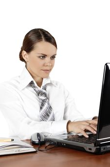 Free Beautiful Business Woman Works Behind The Compute Royalty Free Stock Photography - 7789477