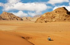 Jeep Car In Desert Royalty Free Stock Photography