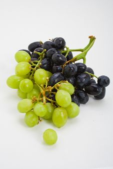 Free Red And White Grape Bunch Royalty Free Stock Image - 7793336