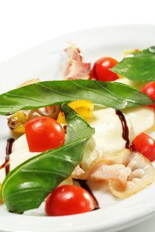 Free Tomato With Mozzarella Salad Royalty Free Stock Image - 7799396