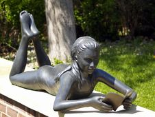Free Little Girl Reading Book (Statue) Royalty Free Stock Image - 780226