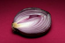 Free Red Onion Cut Stock Photography - 783972