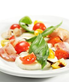 Free Salad With Cherry Tomato And Buffalo Cheese Stock Photo - 7800690