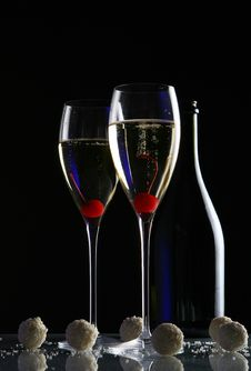 Free Two Glasses With Champagne Royalty Free Stock Photo - 7801115