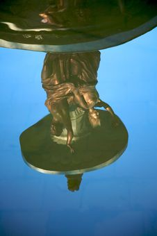 Free Statues Reflected On Water Stock Images - 7801324