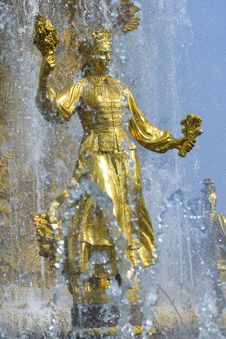 Free Gold Fountain Royalty Free Stock Photography - 7805697