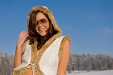 Free Smiling Young Woman With Sunglasses In Winter Royalty Free Stock Images - 7812619