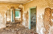 Free Old Abandoned Wooden House Royalty Free Stock Photo - 78281965