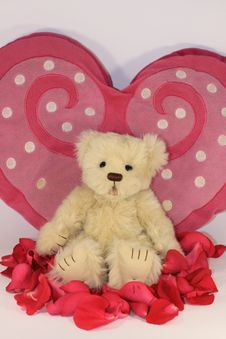 Free Valentines Teddy Bear Royalty Free Stock Photo - 7831005