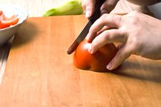 Free Hands Slicing Tomatoe. Stock Photography - 7834972