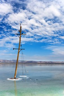 Free Old Wooden Electric Pillar In A Lake Stock Photo - 7839180