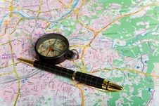 Free Compass On City Map Royalty Free Stock Images - 7840499