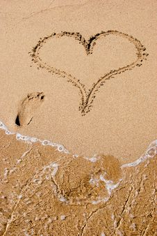 Free Heart In The Sand Royalty Free Stock Photos - 7840558