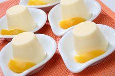 Free Yogurt Dessert With Peach Fruit Royalty Free Stock Images - 7842699