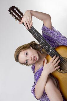 Free Beautiful Girl Who Plays The Guitar Stock Photos - 7849603