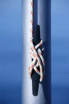 Free Marine Rope, Knot Arround A Steel Pole Stock Photo - 7849950