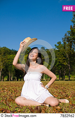 Free Beautiful Asian Girl In The Park Stock Photography - 7852962