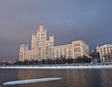 Free Moscow Skyscraper On The River Stock Photography - 7860292