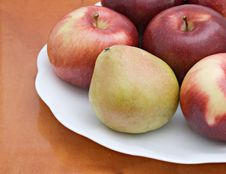 Free Pear And Apples On A Plate Royalty Free Stock Photos - 7866678