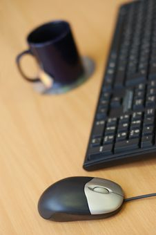 Free Computer Mouse, Keyboard And Cup Stock Photography - 7868402