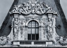 Free Sculptures On The Facade Stock Images - 7869944